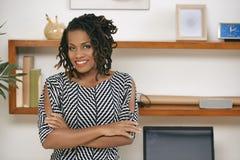 Afrikansk affärskvinna på kontoret arkivbilder