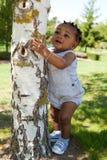 afrikansk amerikan behandla som ett barn den gulliga pojken Fotografering för Bildbyråer