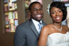 Afrikansk amerikanbrud och brudgum Royaltyfria Foton
