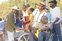 Afrikansk amerikanfamilj med mannen i rullstolen, Los Angeles, CA Arkivbilder