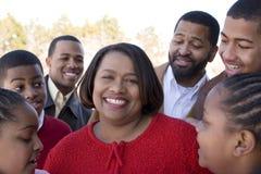 Afrikansk amerikanfamilj och deras barn Arkivbild