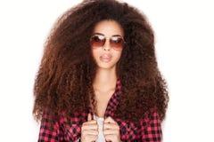 Afrikansk amerikanflicka i solglasögon royaltyfri foto