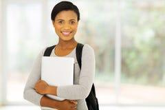Afrikansk amerikanhögskolestudent royaltyfri foto