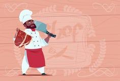 Afrikansk amerikankockkock Holding Cleaver Knife och kött som ler tecknad filmchefen i den vita restauranglikformign över trä vektor illustrationer