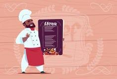 Afrikansk amerikankockkock Holding Restaurant Menu som ler tecknad filmchefen i den texturerade vita likformign över trä royaltyfri illustrationer
