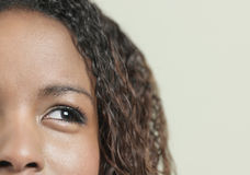Afrikansk amerikankvinna med lockigt hår Royaltyfria Foton