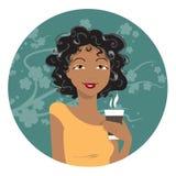 Afrikansk amerikankvinna som dricker kaffe Arkivbilder