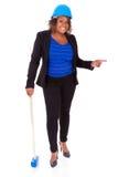 Afrikansk amerikankvinna som rymmer en rivninghammare - svart peop Royaltyfri Bild