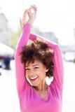 Afrikansk amerikankvinna utomhus Arkivbild