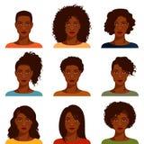 Afrikansk amerikankvinnor med den olika frisyren Fotografering för Bildbyråer