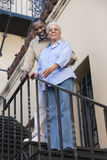 Afrikansk amerikanparanseende på trappa Arkivbild