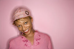 afrikansk amerikanståendekvinna Arkivbild