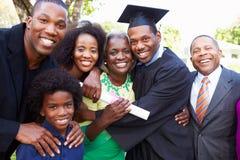 Afrikansk amerikanstudent Celebrates Graduation royaltyfria foton