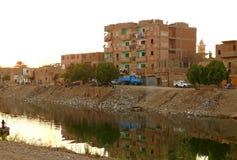 Afrikansk anstrykning Selcuk i Luxor, Egypten - November 15, 2008. Obekanta byinvånare. Royaltyfria Bilder