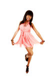 Afrikansk flickadans. arkivbilder