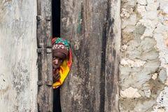 afrikansk flickastående royaltyfria bilder