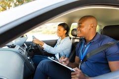 Afrikansk körningsinstruktör arkivbild