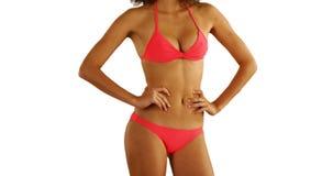 Afrikansk kvinna i swimwearanseende på copyspace Arkivfoto