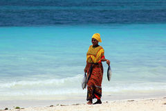 Afrikansk kvinna i traditionell klänning Arkivfoton