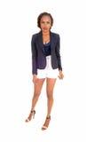 Afrikansk kvinna i vita kortslutningar Royaltyfri Fotografi
