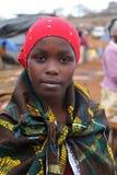 Afrikansk kvinna på den Karatu Iraqw marknaden Arkivfoton