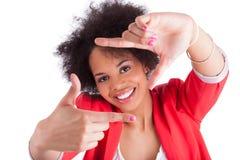 Afrikansk kvinna som gör ram med henne händer Royaltyfri Bild
