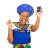 Afrikansk kvinnamobiltelefon Fotografering för Bildbyråer