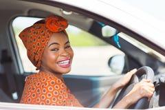 Afrikansk kvinnlig chaufför Royaltyfri Foto