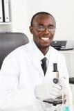 afrikansk laboratoriumtekniker Arkivbilder