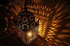 Afrikansk lykta på natten Arkivbild