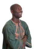 Afrikansk man med traditionell kläder som från sidan ser Arkivbilder
