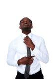 Afrikansk man som justerar hans slips royaltyfria foton
