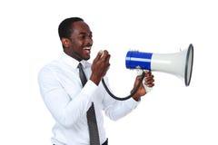 Afrikansk man som skriker till och med en megafon Royaltyfria Bilder