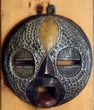 Afrikansk maskering för trä och för metall arkivbild