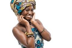 Afrikansk modemodell på vit bakgrund. Royaltyfri Bild