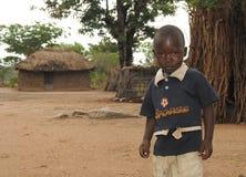 Afrikansk pojke och koja Royaltyfri Bild
