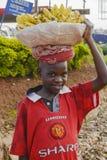 Afrikansk pojke som säljer bananer Royaltyfri Bild