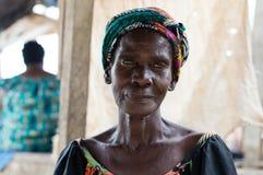 afrikansk ståendekvinna royaltyfri foto