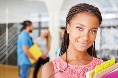 Afrikansk student som affärskvinna arkivbild