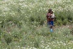 Afrikanska barn i ett tusenskönafält Arkivbilder