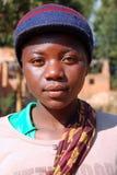 Afrikanska barn som lider från HJÄLPMEDELvirus i byn av Pom Royaltyfria Bilder