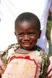 Afrikanska barn som lider från HJÄLPMEDELvirus i byn av Pom Royaltyfri Bild