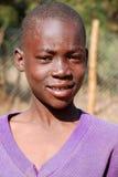 Afrikanska barn som lider från HJÄLPMEDELvirus i byn av Pom Royaltyfri Foto