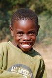 Afrikanska barn som lider från HJÄLPMEDELvirus i byn av Pom Arkivbilder