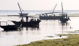 Afrikanska fiskare förbereder sig att gå att fiska Arkivfoto