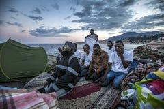 Afrikanska flyktingar som blockeras i Italien Arkivfoto