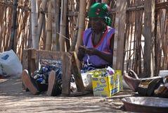 Afrikanska kvinnor Coocking Arkivbild