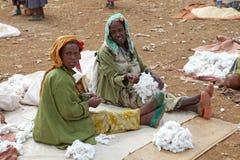 Afrikanska kvinnor på marknaden Royaltyfri Bild
