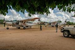 Afrikanska landskap - turism på den Selous lekreserven, Tanzania arkivbilder