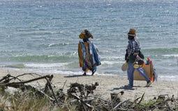 Afrikanska säljare på den italienska stranden Arkivbild